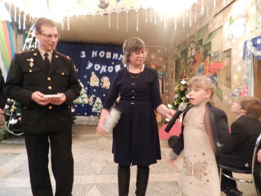 Херсонская область: спасатели подарили детям переселенцев путешествие в сказку (фото) - фото 6