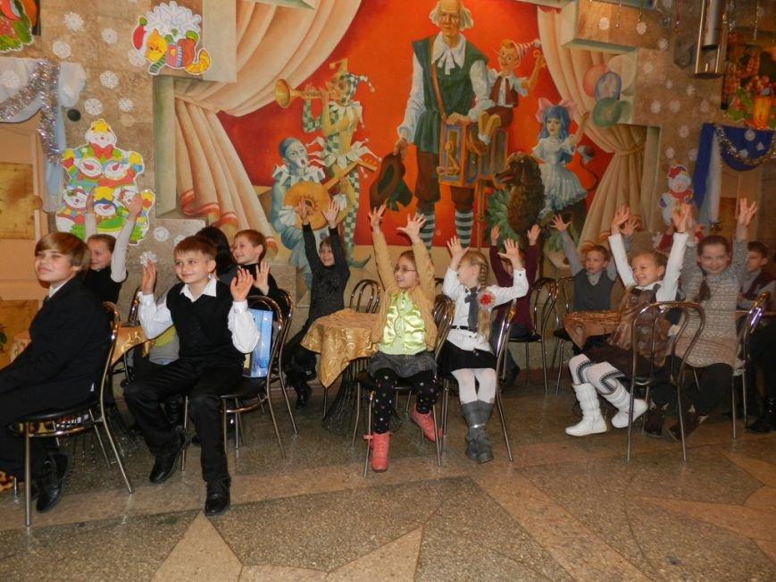 Херсонская область: спасатели подарили детям переселенцев путешествие в сказку (фото) - фото 9