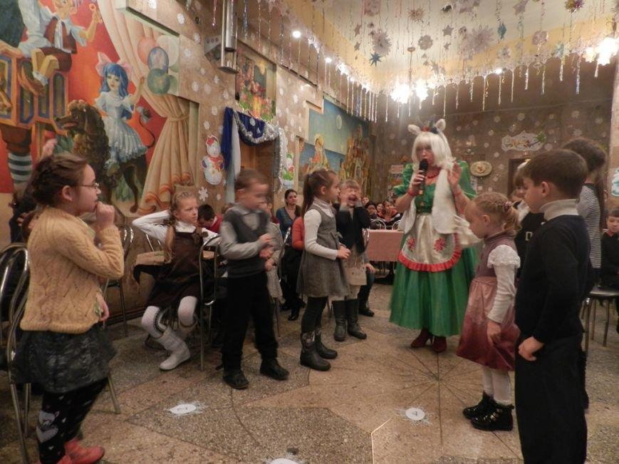 Херсонская область: спасатели подарили детям переселенцев путешествие в сказку (фото) - фото 7