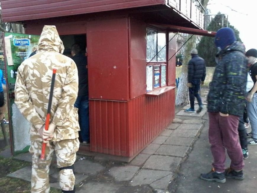 Общественники и патриоты в Одессе громят «наливайки» и наркопритоны (ФОТО), фото-4
