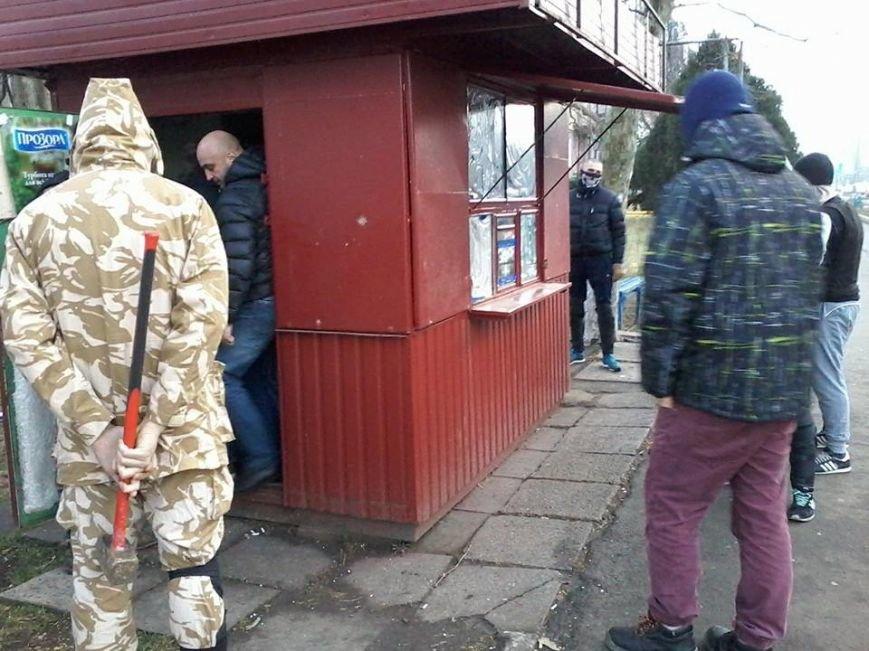 Общественники и патриоты в Одессе громят «наливайки» и наркопритоны (ФОТО), фото-3