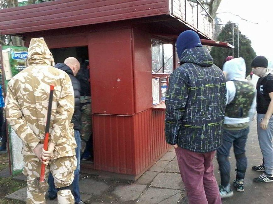 Общественники и патриоты в Одессе громят «наливайки» и наркопритоны (ФОТО), фото-1