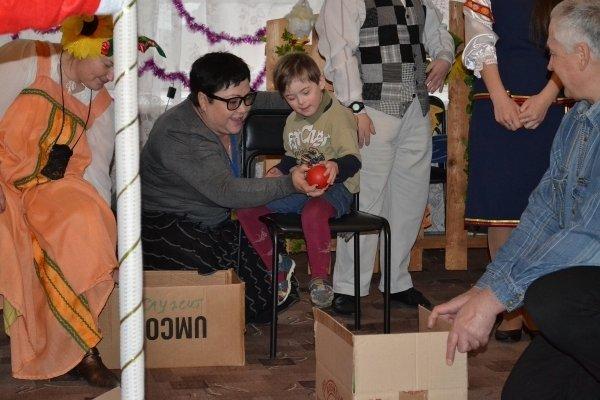 Мариупольские волонтеры посетили детей с особыми потребностями (ФОТО) (фото) - фото 1
