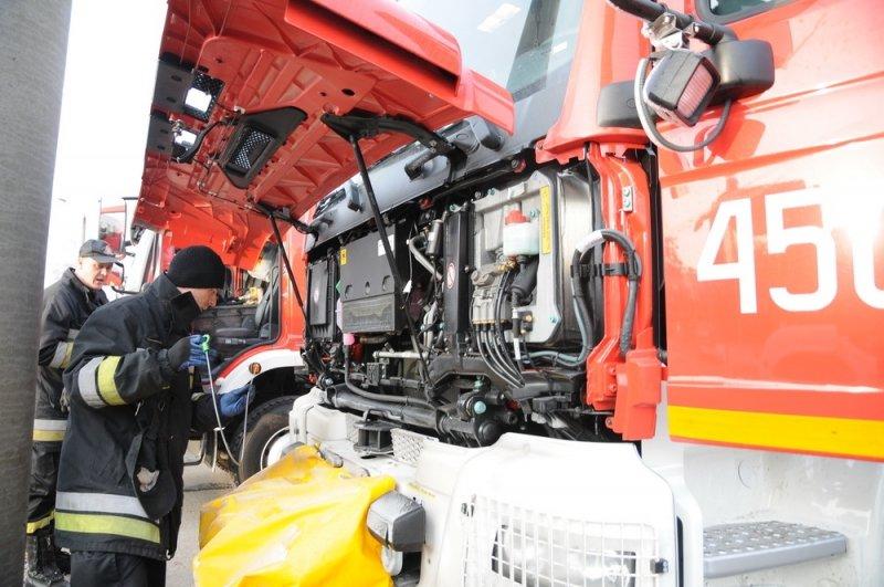 Поляки на пожарных машинах привезли в Харьков «гуманитарку» для переселенцев (AJNJ) (фото) - фото 1