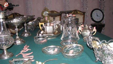 Ливадийский дворец получил коллекцию найденных в украинских резиденциях ценностей (фото) - фото 1