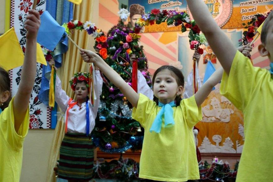 Сегодня посланники Святого Николая поздравили воспитанников школы-интерната имени Макаренко (фото) - фото 1