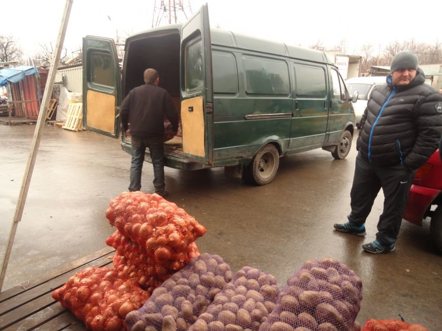 Бизнесмены мариупольских рынков накормили милиционеров (ФОТО+ВИДЕО) (фото) - фото 2