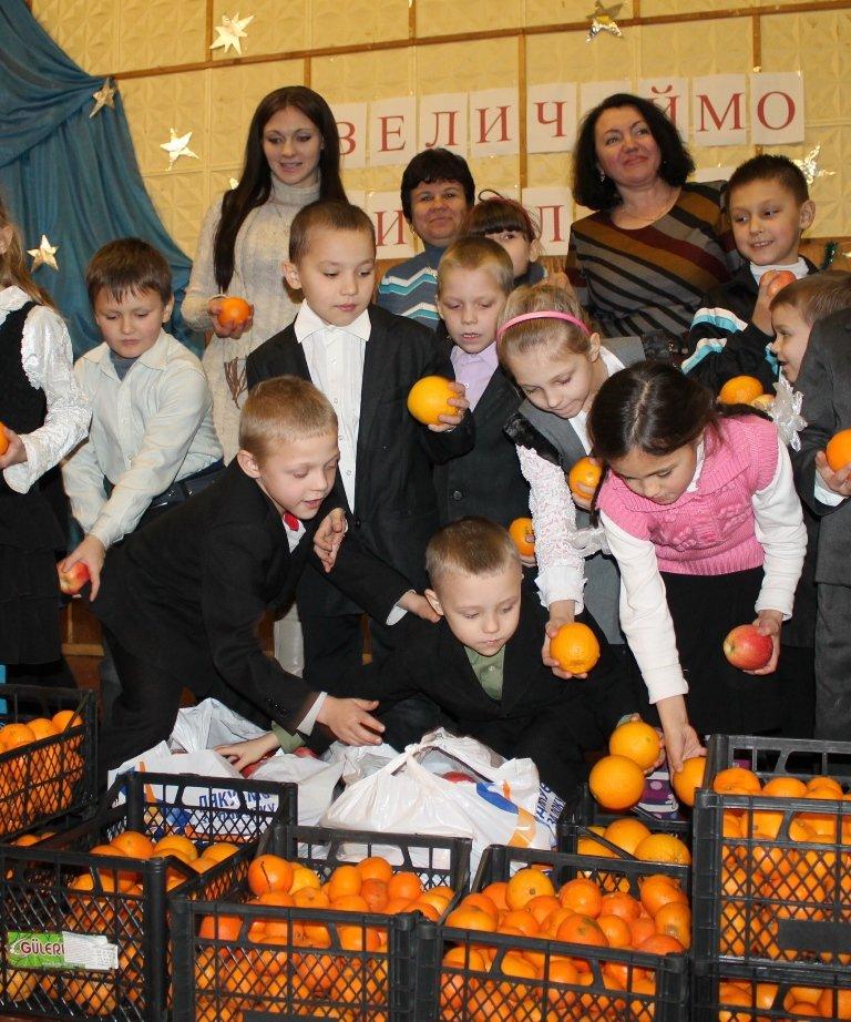 Акция сайта 06274 «Стань Дедом Морозом» собрала больше 300 кг фруктов для детей из Артемовской школы-интерната!, фото-1