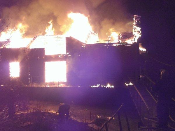 На Трухановом острове дотла сгорел дебаркадер (ФОТО) (фото) - фото 1