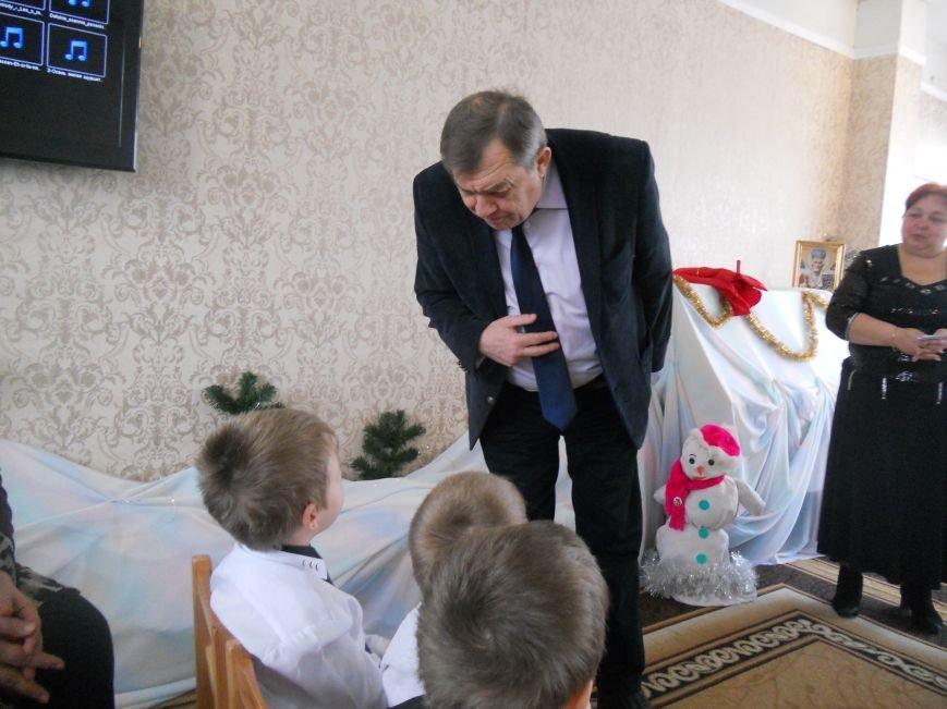 Добропільський міський голова привітав дітей зі святом Миколая Чудотворця (фото) - фото 1