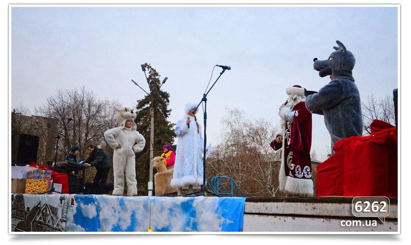 Сегодня в Славянске официально открыли городскую ёлку. (фото) - фото 6