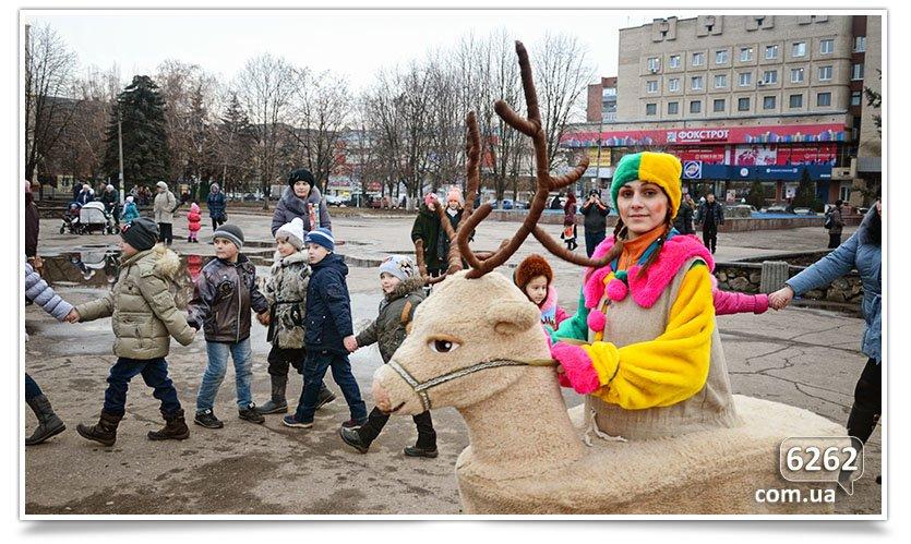 Сегодня в Славянске официально открыли городскую ёлку. (фото) - фото 3