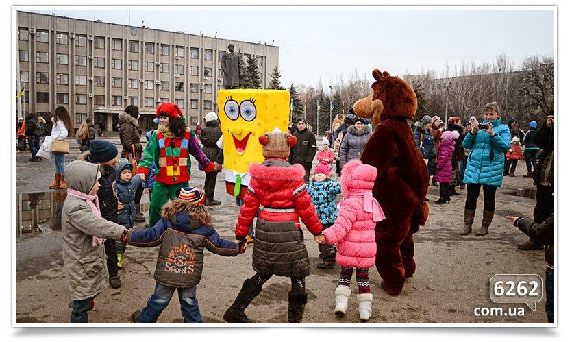 Сегодня в Славянске официально открыли городскую ёлку. (фото) - фото 2