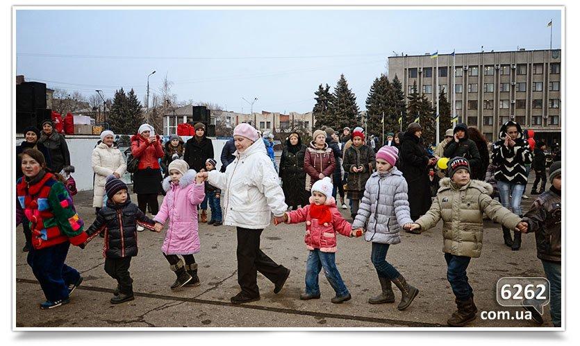 Сегодня в Славянске официально открыли городскую ёлку. (фото) - фото 4