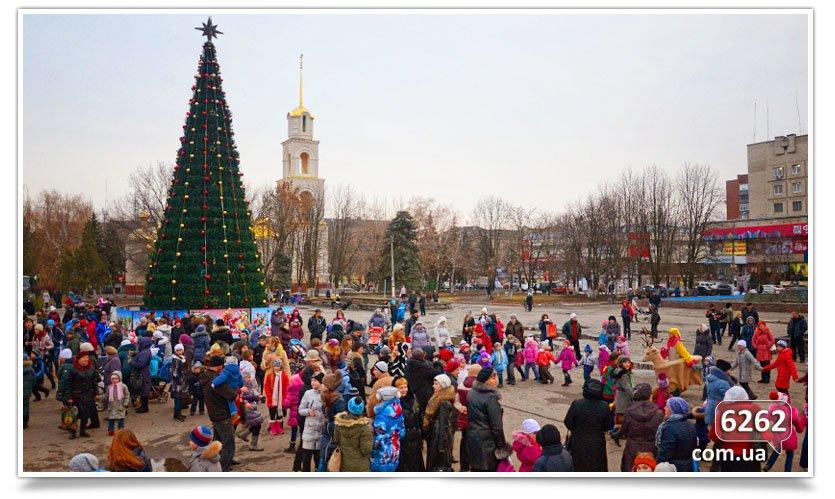 Сегодня в Славянске официально открыли городскую ёлку. (фото) - фото 1