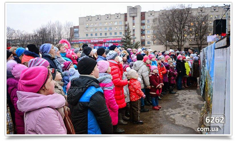 Сегодня в Славянске официально открыли городскую ёлку. (фото) - фото 5