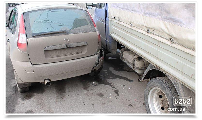 Не поделили перекрёсток, снова ДТП в Славянске. (фотофакт) (фото) - фото 2