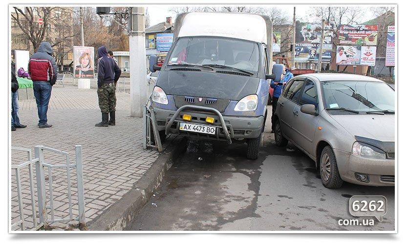 Не поделили перекрёсток, снова ДТП в Славянске. (фотофакт) (фото) - фото 1