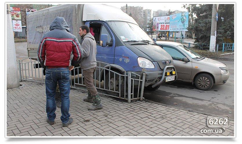 Не поделили перекрёсток, снова ДТП в Славянске. (фотофакт) (фото) - фото 4