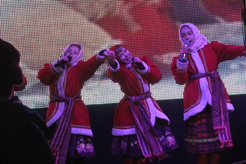 В Днепропетровске зажглась главная елка (ФОТОРЕПОРТАЖ) (фото) - фото 1