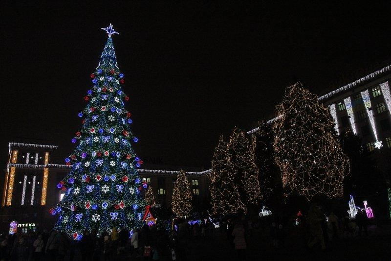 В Днепропетровске зажглась главная елка (ФОТОРЕПОРТАЖ) (фото) - фото 3