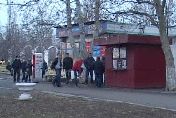 Под Одессой общественники с милицией закрыли точу продажи курительных смесей (ФОТО, ВИДЕО) (фото) - фото 1