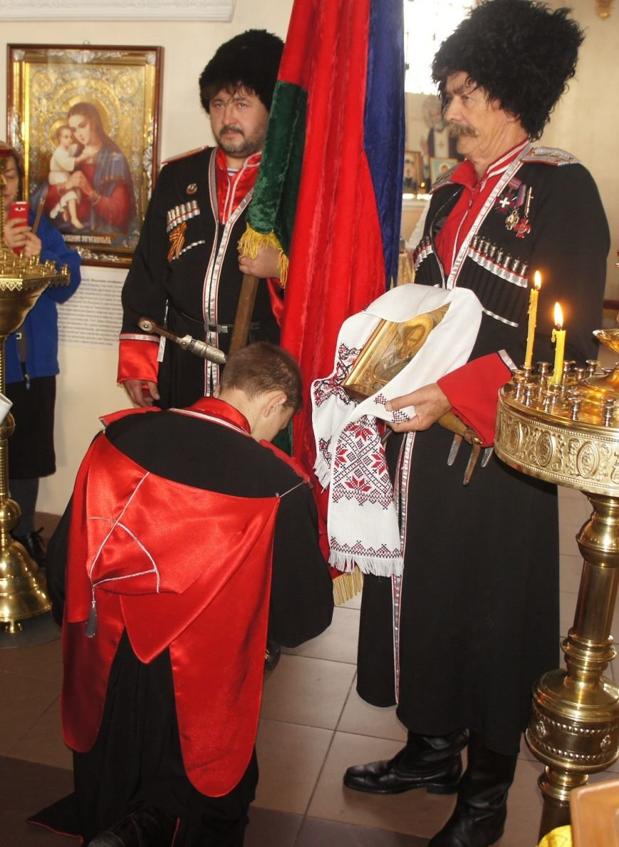 Восемь казаков приняли присягу в Великовечном (фото) - фото 1