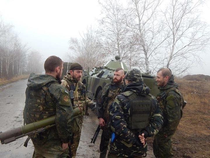 «Азов» и отряды теробороны круглосуточно дежурят на блокпостах вокруг Мариуполя (ФОТО), фото-2