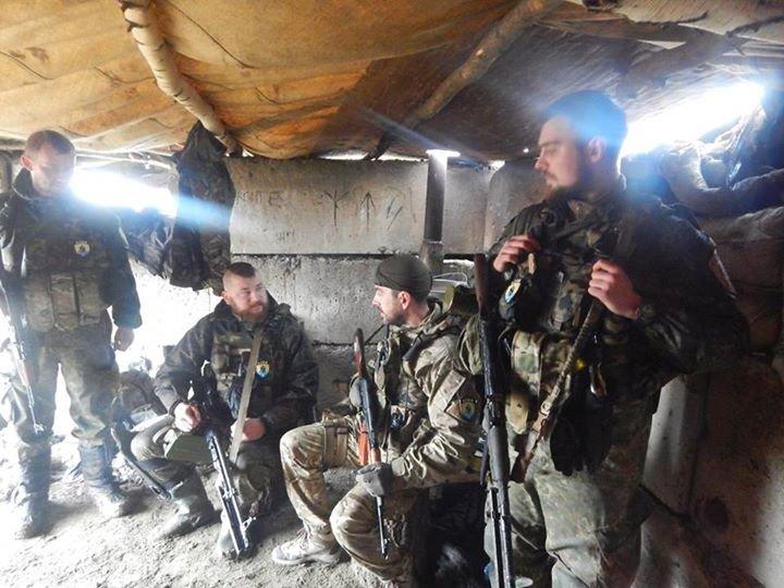«Азов» и отряды теробороны круглосуточно дежурят на блокпостах вокруг Мариуполя (ФОТО), фото-4
