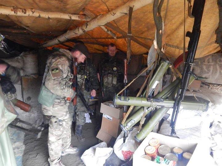«Азов» и отряды теробороны круглосуточно дежурят на блокпостах вокруг Мариуполя (ФОТО), фото-6