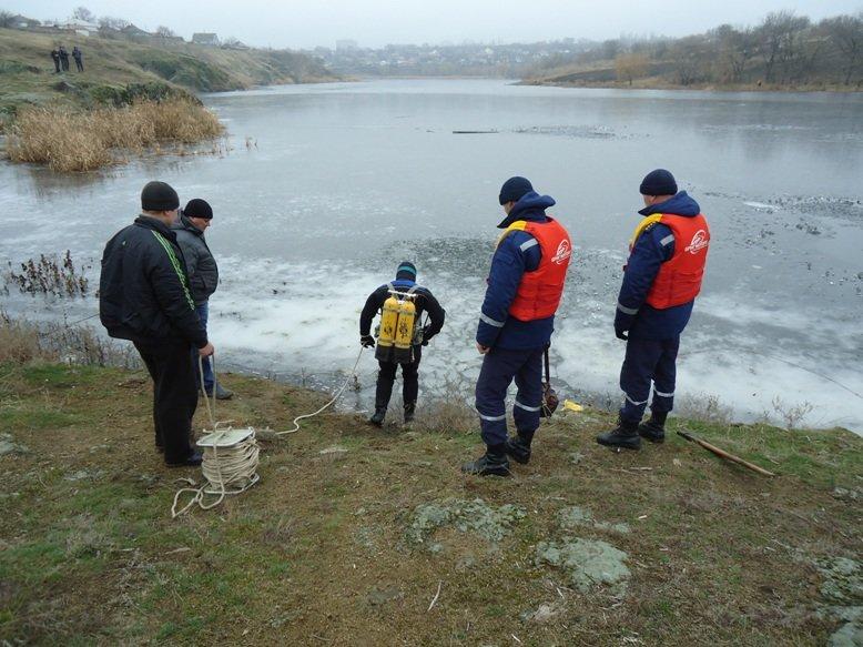На Кировоградщине погибли два человека, провалившись под лед (фото) (фото) - фото 1