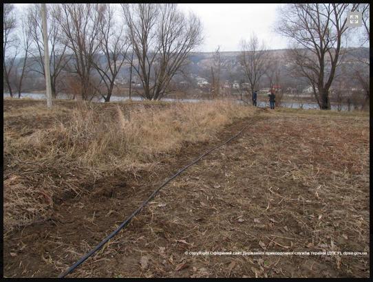 Пограничники Могилев - Подольского отряда уничтожили очередной спиртопровод (фото) - фото 1