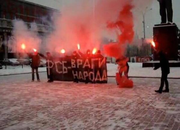 Россияне развернули антипутинские баннеры на мостах в Петербурге и Москве (ФОТО) (фото) - фото 2