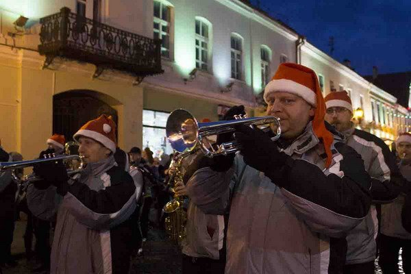 Парад Дедов Морозов в Гродно зажег главные елки в центре города (Фото, Видео), фото-8