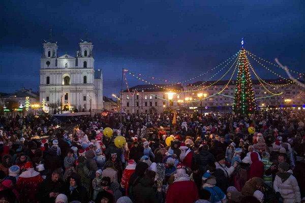 Парад Дедов Морозов в Гродно зажег главные елки в центре города (Фото, Видео), фото-7