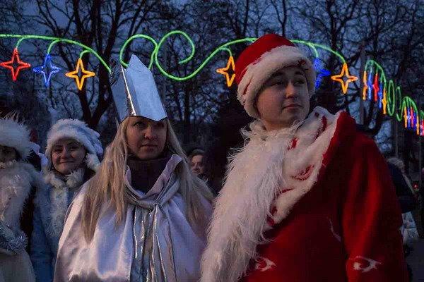 Парад Дедов Морозов в Гродно зажег главные елки в центре города (Фото, Видео), фото-5