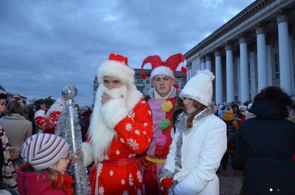 Парад Дедов Морозов в Гродно зажег главные елки в центре города (Фото, Видео), фото-1