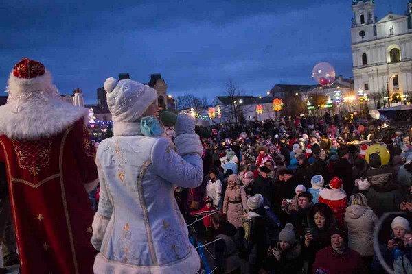 Парад Дедов Морозов в Гродно зажег главные елки в центре города (Фото, Видео), фото-6