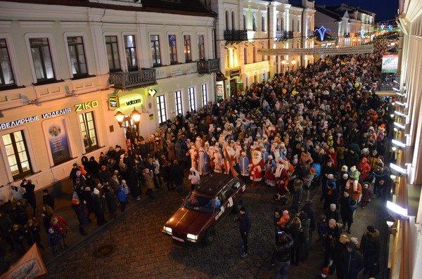 Парад Дедов Морозов в Гродно зажег главные елки в центре города (Фото, Видео), фото-13