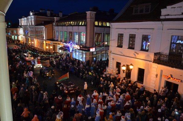 Парад Дедов Морозов в Гродно зажег главные елки в центре города (Фото, Видео), фото-14