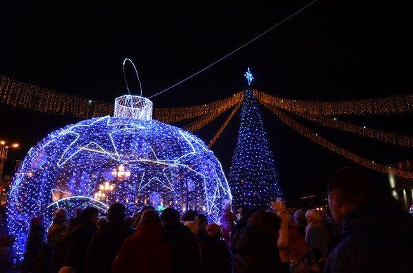 Парад Дедов Морозов в Гродно зажег главные елки в центре города (Фото, Видео), фото-19