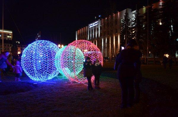 Парад Дедов Морозов в Гродно зажег главные елки в центре города (Фото, Видео), фото-21