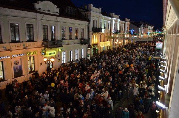 Парад Дедов Морозов в Гродно зажег главные елки в центре города (Фото, Видео), фото-15