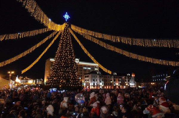 Парад Дедов Морозов в Гродно зажег главные елки в центре города (Фото, Видео), фото-17