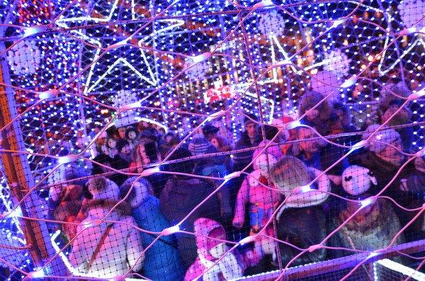 Парад Дедов Морозов в Гродно зажег главные елки в центре города (Фото, Видео), фото-20