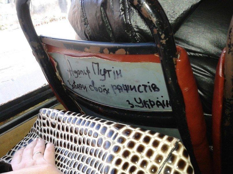 ФОТОФАКТ: у львівській маршрутці з'явилось послання до Путіна (фото) - фото 1