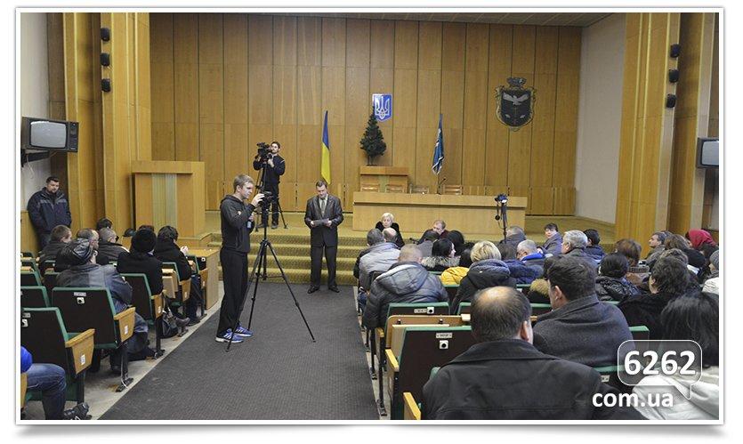 В Славянске слушания. Кандидаты на должность  главы отдела  образования пожали друг другу руки (фото) - фото 4
