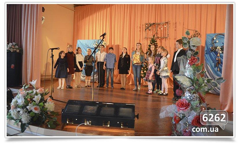 В Славянске на День Святого Николая и.о. мэра дарил подарки от неизвестного мецената. (фото) - фото 3