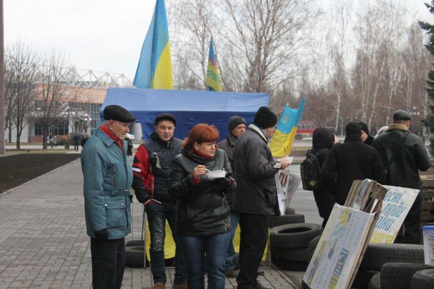Организаторы акции протеста под горисполкомом призвали заменить чиновников-коррупционеров на своих людей (ФОТО), фото-9