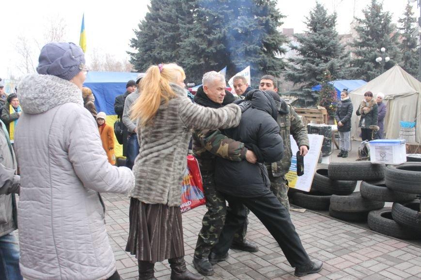 Организаторы акции протеста под горисполкомом призвали заменить чиновников-коррупционеров на своих людей (ФОТО), фото-6